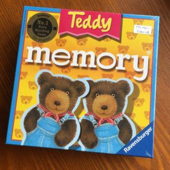 2歳半~。クマの絵柄の神経衰弱「テディメモリー」