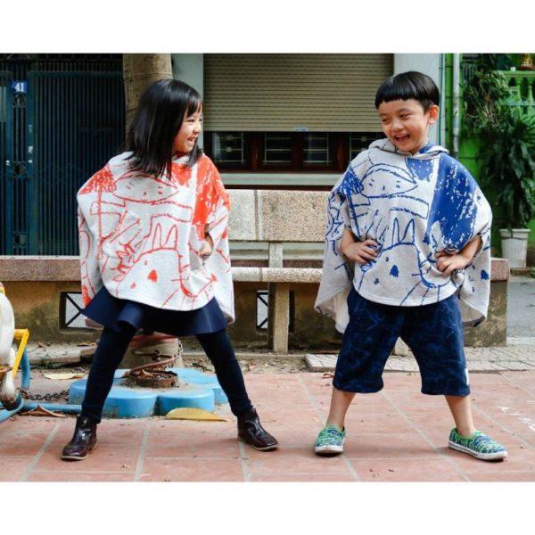 ミトンの形をしたポケットがかわいい子ども服、きれいなグラデーションとカワイイ絵柄のギャップが楽しいストール、Toheさんから届いてます。
