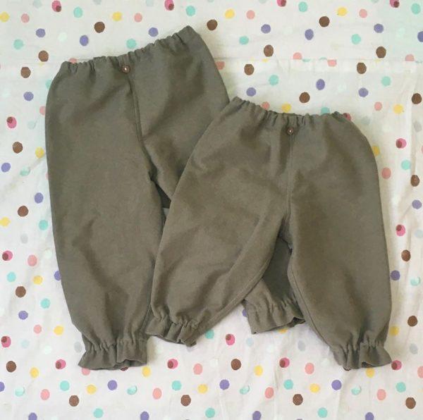 chikuchiku405さんから新作。「ゴムを抜いてストレートパンツとしても着られる裾フリルパンツ」「綿100%で肌触りの良い水筒ひもカバー」が届きました