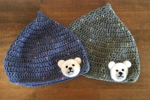 赤ちゃんの冬のおでかけにおすすめ。お肌に優しい柔らかい素材の、とんがり帽子とレッグウォーマーのご紹介です。
